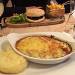 Seafood gratin with mash and vegetables