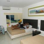 de lochis en una excelente habitacion del hotel portofino