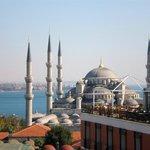 Вид с террасы отеля на Голубую мечеть