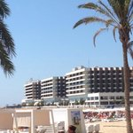 Vista desde la playa al hotel