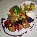 Cottura perfetta,gusto raffinato,le ciliege davano alla carne un gusto agrodolce ..molto buono
