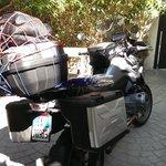 moto in giardino