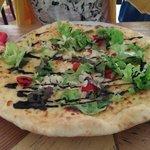 Pizza des Monats: Pizza weiß mit Mandel Honig Balsamcreme.. Leicht. fruchtig. Einfach lecker.