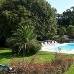 Vue sur parc et piscine