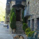 Esta es la entrada de Can Pauet también llamado Ca la Juanita.
