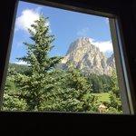 Il Sassongher dalla finestra posteriore