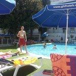 Территория отеляс бассейном