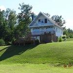 Une maison avec vue sur le lac