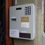 번호누르는기계 예약메일로 번호가전송됩니다 번호를 누르면 방열쇠가나옵니다