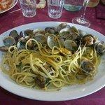 Spaghetti vongole e bottarga. ..una porzione