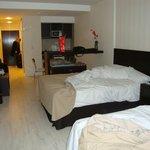 Suíte com duas camas de casal grandes, TV Plasma, cozinha embutida