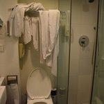Bagno piccolissimo, senza posto per appendere gli asciugamani usati