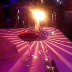 Un ottimo bicchier di vino e una bellissima luce a lume di candela
