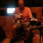 Juanjo,músico con mayúsculas.Especialmente toca la guitarra(excelente colección). Flamenco,blues