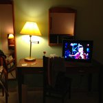 habitacion televisor led habitacion bastante grande