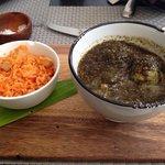 albondigas de pescado en salsa negra.. sublime!