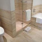 The GIANT bathroom (2)