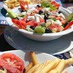 Heerlijk relaxed eten  aan het strand. Goed eten normale prijzen