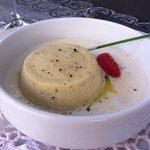 Antica tartrà piemontese con fonduta al parmigiano