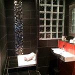 Suite 88: Ensuite Shower Room