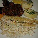 Filleted fish with aubergine and potatoes