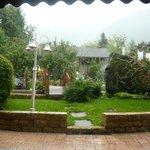 giardino in una giornata piovosa