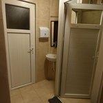 Les WC et douche du dortoir