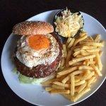 Burger mit Ei und Speck