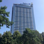 Вид на отель с площади Независимости