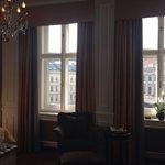 Camera top deluxe 422, tre ampie finestre con vista sul museo Albertina.