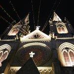 Ночью собор не менее прекрасен