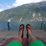Entspannen mit wunderschöner Aussicht auf den See und die umliegenden Berge