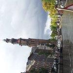運河クルーズで撮影。写真左は「西教会」