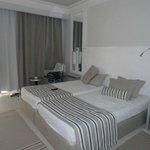 La chambre, spacieuse et propre