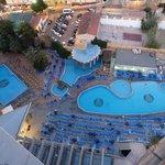 Las piscinas desde la terraza de la habitación