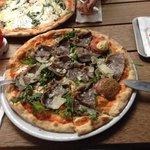 Pizza Vitello, gerade so geschafft;-)