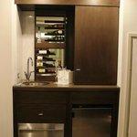 Minibar mit Spültisch und Weinregal