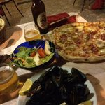 Lovely mussels and pizza!