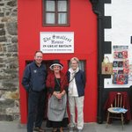 John Hadwin and Suzanne with the lady at the smallest house.
