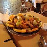 Paella x due , in realtà ci sono 4 piatti a testa .. Per veri mangioni