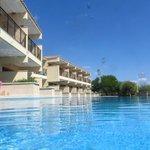 Swim up suite pool