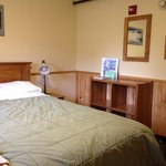 Joe Dodge Lodge, queen bed room