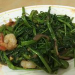 Stirfry kangkung with garlic and shrimps