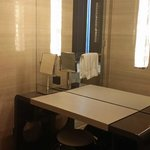 dressing room table in the bathroom,在卫生间