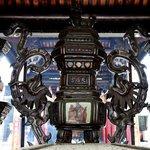 中国の方たちが数多くお詣りし、線香の煙が絶えないようです。外壁の装飾も面白く一見の価値が有ります。