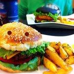 Очаровательный классический бургер :)