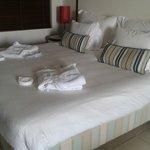 Dos albornoces sobre la cama. Foto:Elo Durán
