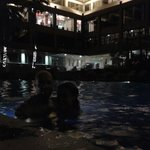 Relax en la piscina después de un caluroso día de turismo