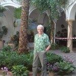 Josep junto la palmera