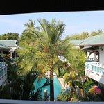 Blick auf den Pool von der Terrasse
